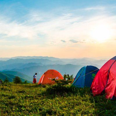 Paklijst kamperen: 20 belangrijkste kampeerspullen